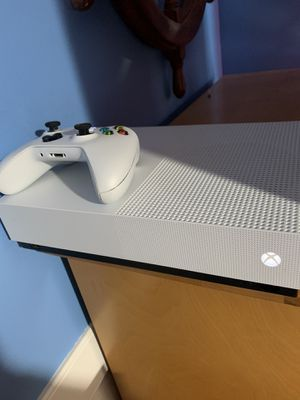 Xbox One S 1TB Bundle for Sale in Wallingford, CT