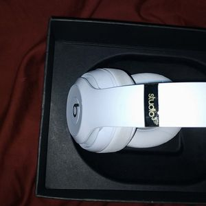 Apple Beats By DRE STUDIO 3 WIRELESS, NOISE CANCELLING IN GOOD CO for Sale in San Diego, CA