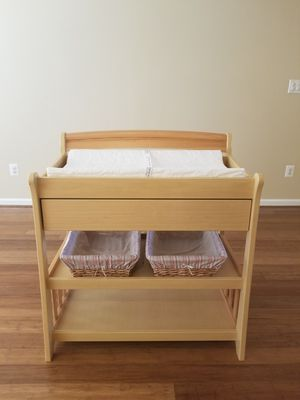 Pristine Changing Table & Pad w/Baskets for Sale in Lorton, VA