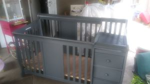 Baby crip with changing table for Sale in Fontana, CA