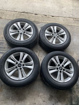 Hyundai Sonata rims with 205/65R16 tires for Sale in Pompano Beach, FL