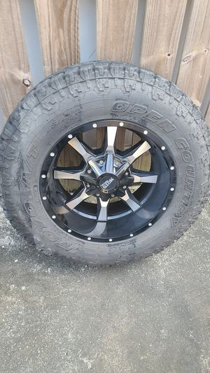 Moto metal m0970 wheel on tire for Sale in Miami, FL