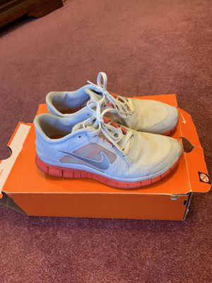 Nike tennis shoes for Sale in Lithonia, GA