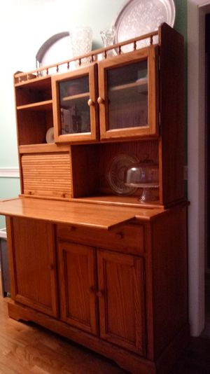 Hutch/bar/cabinet for Sale in Chillicothe, OH