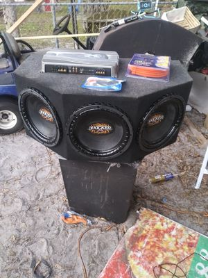 3 kicker Cvr 12s amp kit and bass knob for Sale in Winter Haven, FL