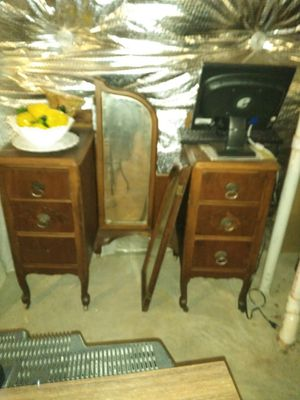 Antique Vanity Dresser w/Mirror for Sale in Fort Washington, MD