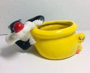 Sylvester and Tweety Planter for Sale in Oak Harbor, WA
