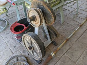 Workout weights and bar for Sale in Las Vegas, NV