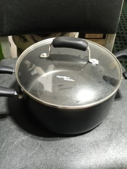 Large Cooking Pot With Lid for Sale in Middleburg Heights,  OH
