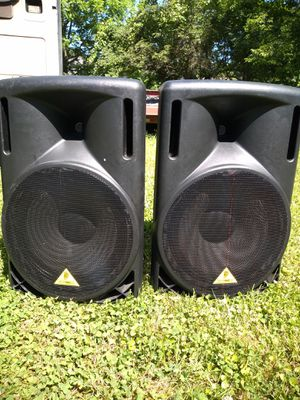 Behringer eurolive b215d powered speakers for Sale in Nashville, TN