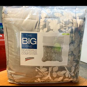 Reversible comforter (Size KING) new,never used,never opened for Sale in Las Vegas, NV