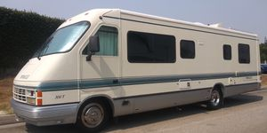 1993 pinnacle p30 with 700 watts of solar and 2 lithium batteries 134ah each, fully off grid for Sale in Downey, CA
