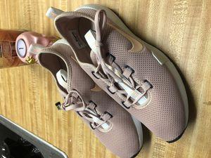 Nikes Women's shoes Size 8.5 for Sale in Punta Gorda, FL