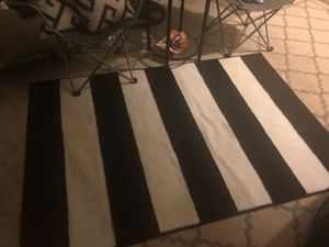 Like New Black & White thick Rug for Sale in Dickinson, TX