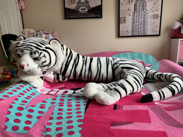 White plush giant tiger toy 6ft