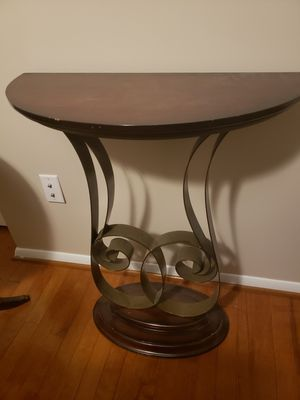 Nice entry table for Sale in Fairfax, VA