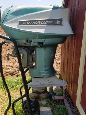 Evinrude 40 outboard boat motor 400obo for Sale in Thurmont, MD