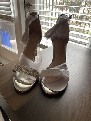 Silver heels from Aldo (size 6) for Sale in Houston, TX