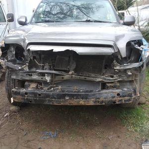 Toyota Tundra 4x4 Funciona bien Tal Icomo está. No tengo tiempo para Areclar la Tengo todo Bumper nuebo luces nuebas Radiador Nuebo. for Sale in Aberdeen, WA