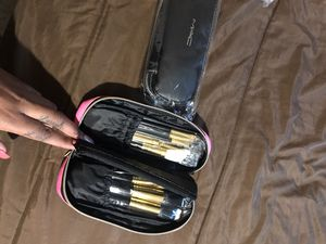 MAC Makeup Brushes with Pouch for Sale in Philadelphia, PA