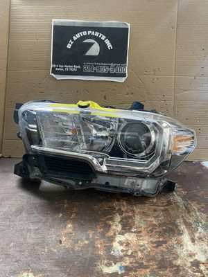 2016-2019 TOYOTA TACOMA LEFT HEADLIGHT W LED for Sale in Grand Prairie, TX