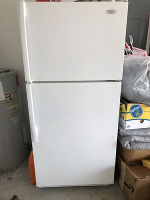 Whirlpool Refrigerator for Sale in Cypress Gardens, FL