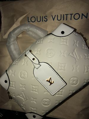 Louis Vuitton cross body bag for Sale in Reedley, CA