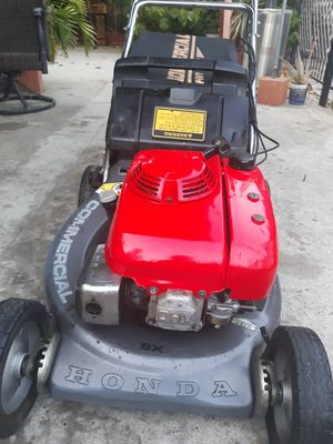 Honda hrc216 commercial lawn mower for Sale in Paramount, CA