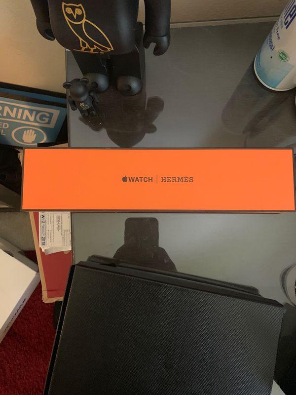 Hermès Apple Watch orange band