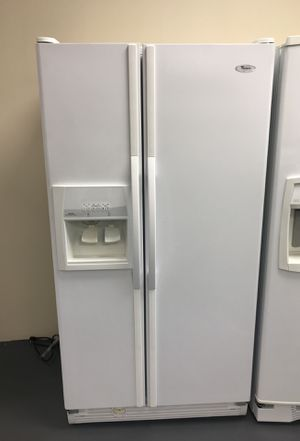 White whirlpool refrigerator-free delivery for Sale in Las Vegas, NV