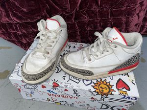 Jordan's size 2 1/2 y for Sale in Paramount, CA