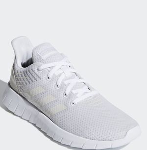 Adidas womans ASWEERUN SHOES size 10 for Sale in Hayward, CA