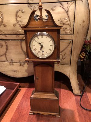 Antique brown wind up clock for Sale in West Bloomfield Township, MI