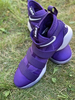 NIKE Zoom Men's shoes size 10.5 for Sale in Renton, WA