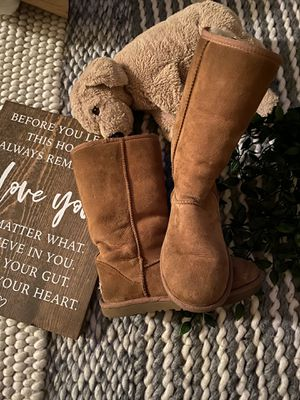 Chestnut Ugg Boots for Sale in Los Angeles, CA