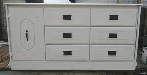 Beautiful white solid wood 6 drawer dresser with cabinet for Sale in Jurupa Valley, CA
