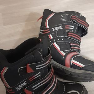 Kids Size 2 Snow Boots for Sale in Schaumburg, IL