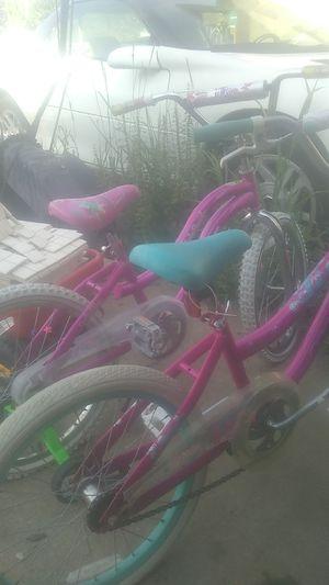 "Girls 20"" bikes,one with training wheels,outgrown. for Sale in Warren, MI"