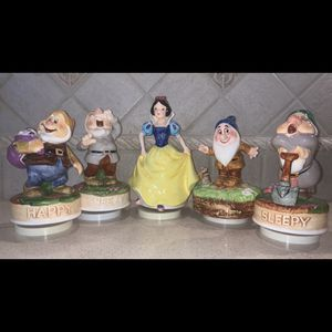 SCHMID Snow White and Dwarfs Music Box for Sale in Freehold Township, NJ