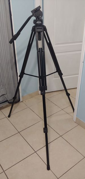 Davis & Sanford ProVista Tripod with FM18 Fluid Head for Sale in Hialeah, FL