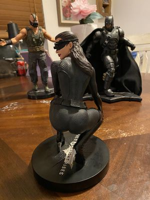The dark knight rises catwoman dc collectibles statue for Sale in Los Angeles, CA