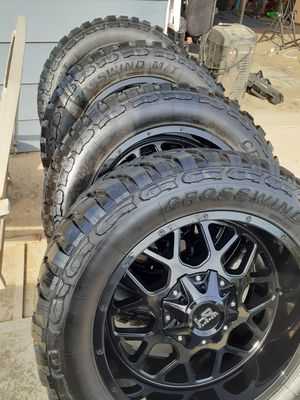 20x10 wheels and 33x12.50 tires 5x5 universal for Sale in Perris, CA