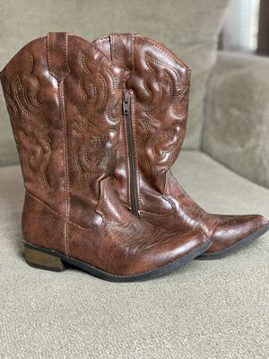 Girls Boots Size 5 for Sale in Youngsville, LA