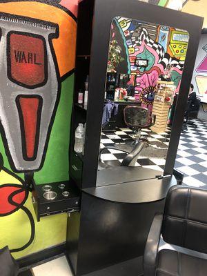 Estaciones para salón de belleza con silla for Sale in Garden Grove, CA