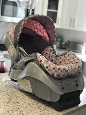 Graco Snugride Convertible Car Seat with Base for Sale in Bayonne, NJ