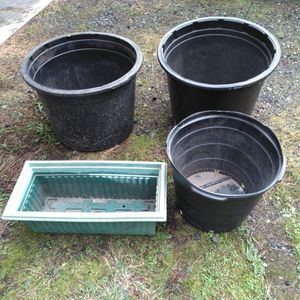 4 Large Flower Pots for Sale in North Bend, WA