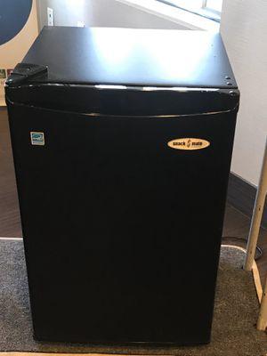 Snack mate mini fridge for Sale in Fontana, CA