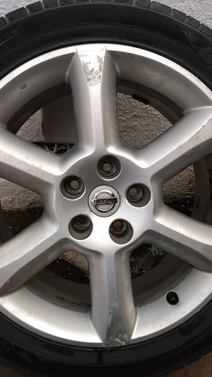 Nissan rim / tire for Sale in Fresno, CA