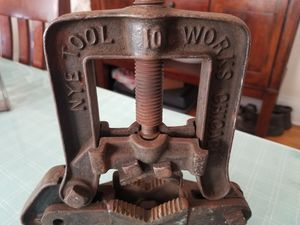 Old school vice for Sale in Summit, IL