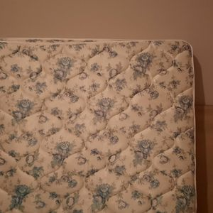 Free Queen Mattress for Sale in Salem, OR